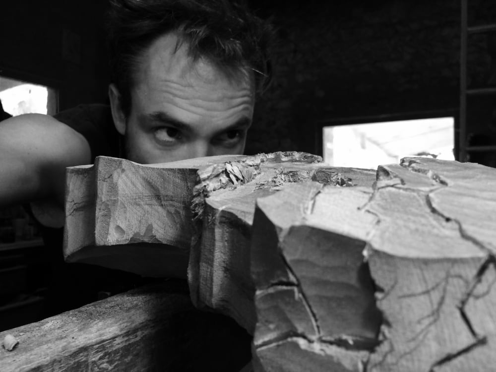 Sculpteur contemporain Alexandre Berlioz - Portrait en action